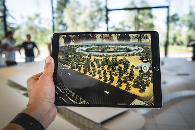 Bulding model shown on an iPad by using AR technology